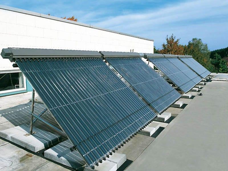 Ηλιακοί συλλέκτες με λάμπες κενού για παραγωγή ΖΝΧ με κεντρικό Boiler